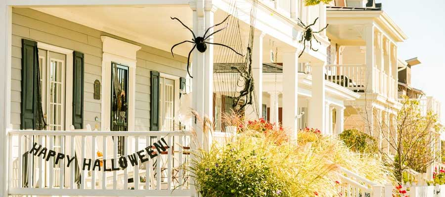 Country Living Halloween Decorations FLPalmBeach Martin Group Real Estate 900x400