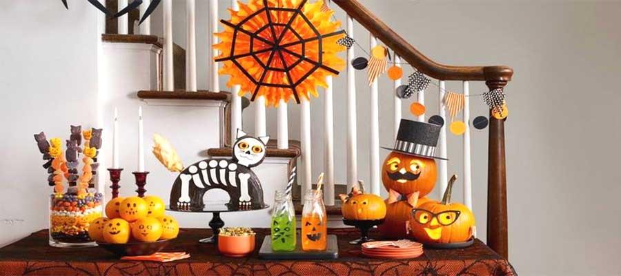 Womans Day Halloween Decorating Ideas FLPalmBeach Martin Group Real Estate 900x400